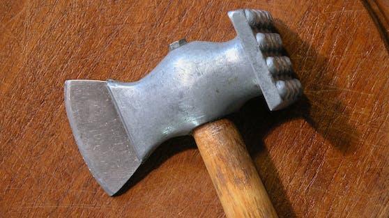 Ein Schnitzelklopfer. (Symbolbild)