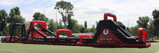 """Der """"Sportunion Gladiator"""", der längste aufblasbare Hindernisparcours Wiens"""