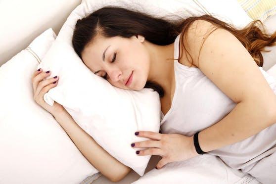 Gegen Ende des Urlaubs sollte der gewohnte Schlafrhythmus wieder eingehalten werden.