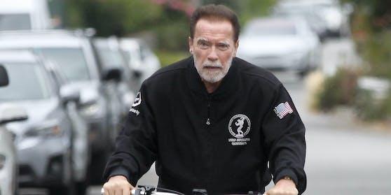 Arnold Schwarzenegger radelt in Santa Monica