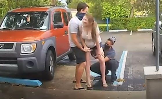 Susan Anderson brachte ihr zweites Kind auf einem Parkplatz zur Welt.