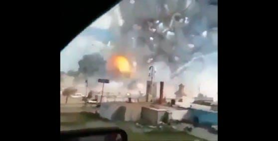 Ein Video zeigt die Explosionen auf dem Werksgelände.