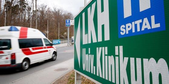 Der 16-Jährige wurde in das LKH Graz eingeliefert.
