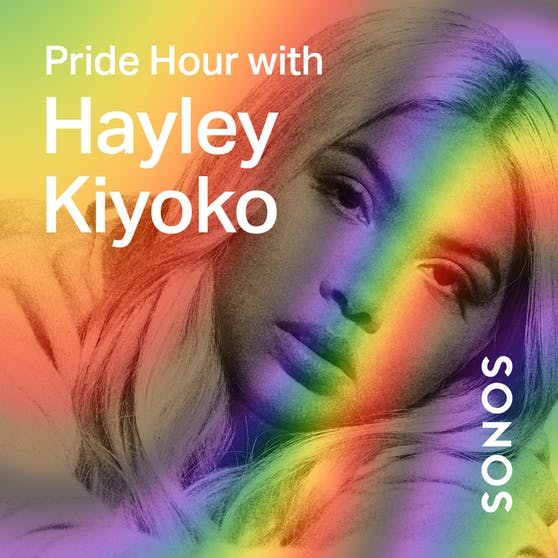 """Am 10. August spricht die Sängerin, Songwriterin und Schauspielerin Hayley Kiyoko aus Los Angeles zusammen mit der Moderatorin Rita Houston auf der Station """"Full Spectrum"""", der Global Pride Station bei Sonos Radio, über ihr Outing durch das Musikvideo """"Girls like Girls"""" aus dem Jahr 2015."""