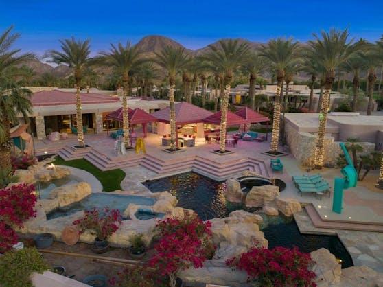 Sieben Schlafzimmer, 14 Badezimmer und eine ganze Pool-Landschaft in Pink kosten hier 5,99 Millionen Dollar.
