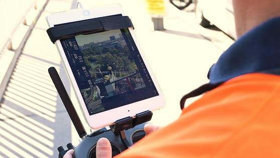 Eine DJI-Drohne mit einer hochauflösenden Sony-Kamera untersuchte am Donnerstag die Fassade der Fernwärme.