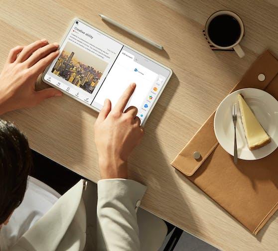 Mit Huawei MatePad Pro kann der Nutzer dank der Multi-Windows-Funktion mehrere Aufgaben gleichzeitig erledigen.