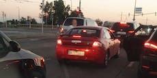 Kunden auf Rücksitz: Bolt-Fahrer prügelte auf Mann ein