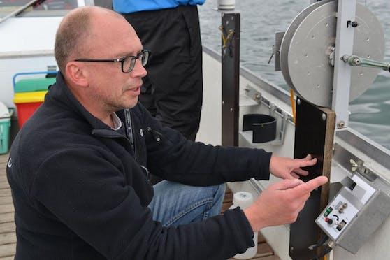 """Das Gift der Cyanobakterien ist stark: """"Bereits sehr geringe Mengen reichen, um einen Menschen zu vergiften"""", sagt Wasserforscher Thomas Posch."""