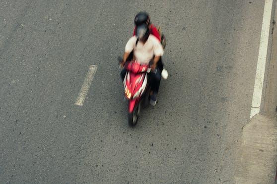 Zwei Burschen aus dem Innviertel flohen auf einem Moped vor der Polizei.