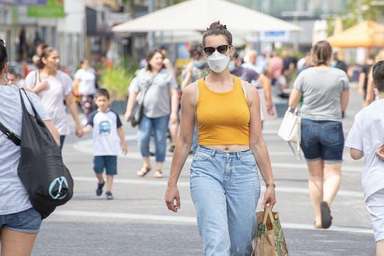 Die Coronazahlen in Österreich geben weiter Anlass zur Sorge. Die Maskenpflicht wurde deshalb wieder ausgeweitet.
