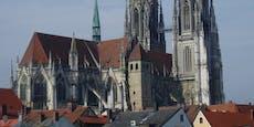 Betrunkener stürzt wegen Selfie an Regensburger Dom ab