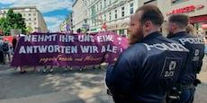 "Demo-Chaoten beflegeln Kanzler-Partei: ""Geh sch***"""