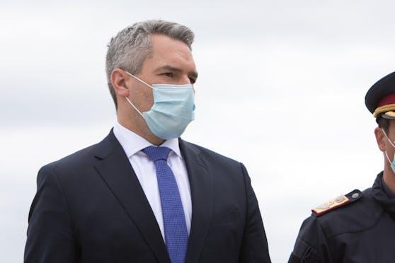 Österreichs Innenminister Nehammer hat am Mittwoch mit dem Sicherheitsminister von Bosnien einen Rückführungsplan für illegale Migranten vereinbart. (Archivbild)