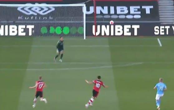 Che Adams trifft aus 41 Metern zum 1:0 für Southampton gegen City.