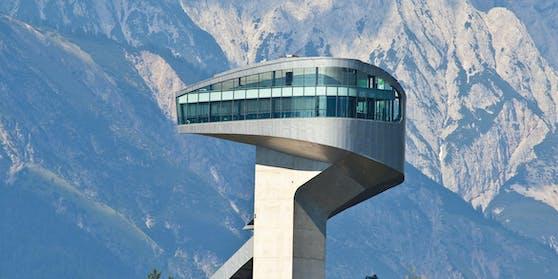 Sightseeing, kulinarische Highlights und moderne Architektur vereint die berühmte Sprungschanze am Bergisel, die von Star-Architektin Zaha Hadid entworfen wurde.