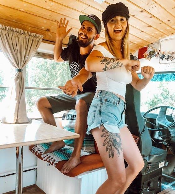 Ein Leben im Van: Ein Paar aus den USA hat sich den Traum von der maximalen Reisefreiheit und dem Leben im Tiny House erfüllt.