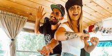Paar verwandelt alten Schulbus in ein Tiny House
