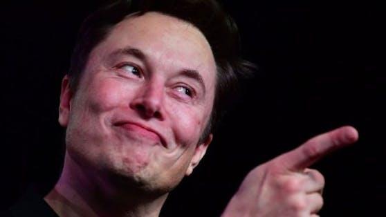 Elon Musk hat Satin-Hosen herausgebracht, die als Kritik an Aktionäre gedacht sind.
