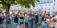 Eltern-Protest gegen Schulschließungen in Linz