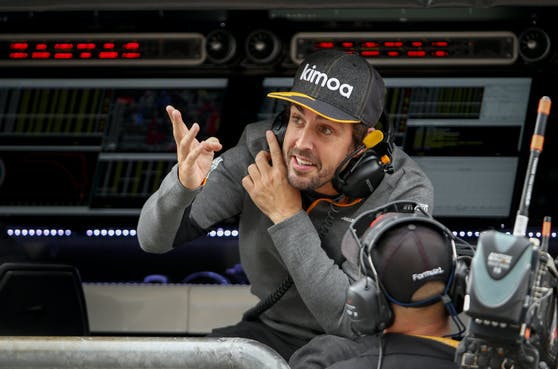 Fernando Alonso steigt wieder in den Renault.