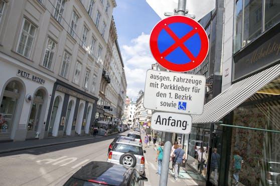 Weil der 1. Bezirk bislang die Zusatztafeln nicht aufgehängt hat, ist das Anwohnerparken in der City nicht in Kraft.