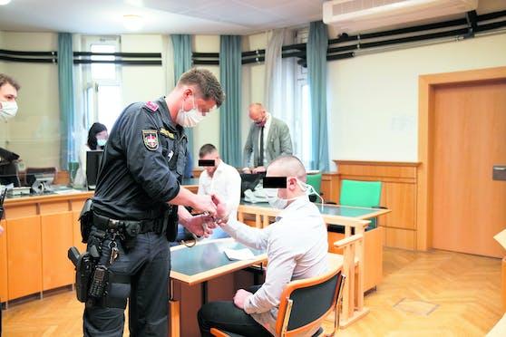 Zwei Tschetschenen wegen Blut-Orgie vor Gericht.