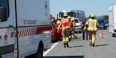 Frau nach Unfall auf A1 von Bus angefahren