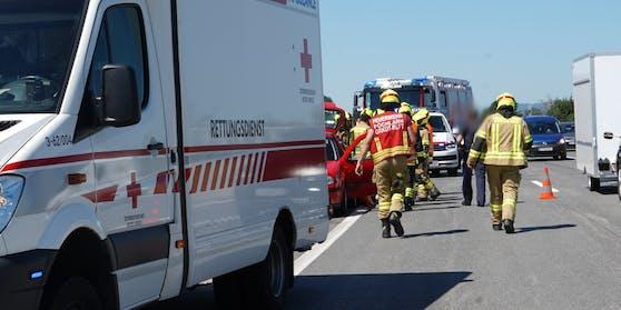 Frau nach Unfall auf A1 von Bus umgefahren (1. August 2020)