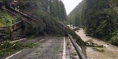 Sturm & Sturzfluten! Unwetter sorgen für Verwüstung