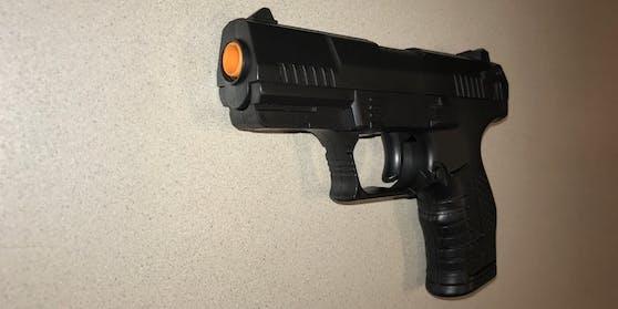 """Mit dieser """"Waffe"""" wollte ein 25-Jähriger eine Konditorei überfallen."""