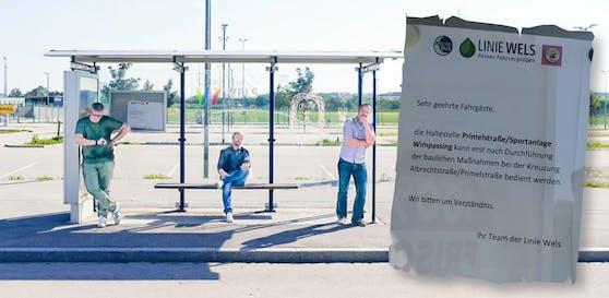 Kein Busanschluss an dieser Haltestelle, heißt es in Wels. Der Grünen-Verkehrssprecher Severin Mayr (Mitte), Ralph Schallmeiner (li.) und Thomas Rammerstorfer (beide von den Welser Grünen) können es nicht verstehen.