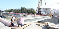 Riesiges Bauschiff legte mitten in der Wiener City an