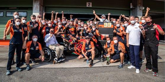 Die KTM-Crew nach dem historischen Premierensieg