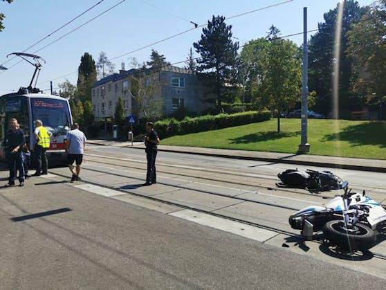 Zwei Biker wurden bei dem Unfall verletzt.