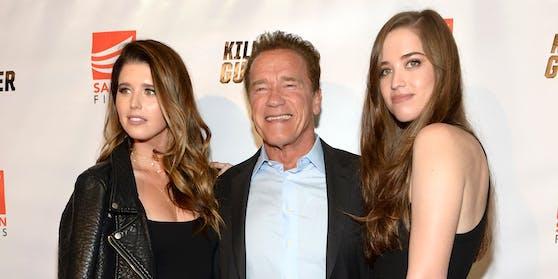 Arnold Schwarzenegger mit seinen Töchtern Katherine und Christina.