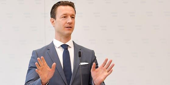 """Österreichs Finanzminister Gernot Blümel kündigt ein hartes Vorgehen an: """"Die Finanzpolizei wird weiter vehement gegen das illegale Glücksspiel vorgehen""""."""