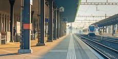 Mann im falschen Zug will, dass Zug woanders hinfährt
