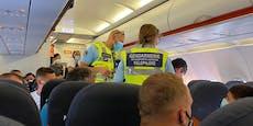 Masken-Rebell wurde von Polizei aus Flieger geholt