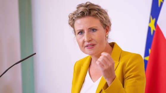 Integrationsministerin Susanne Raab (ÖVP) während einer Pressekonferenz am 11. August 2020