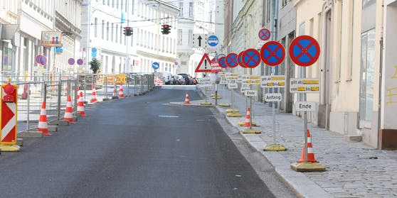 Verkehrsschilder ohne Ende: Sie sollen den Anrainern helfen.