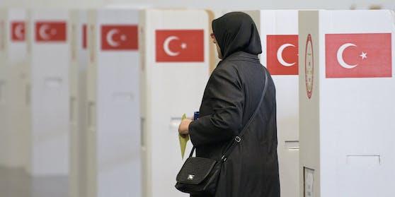 Stimmabgabe der in Österreich lebenden Türken zur Präsidentschaftswahl in der Türkei. Archivbild, 2014