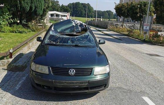 Das Auto der Frau wurde von den Stahlträgern durchbohrt.