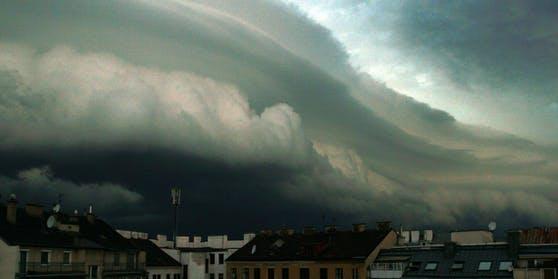 Eine Regen-Walze steuert auf Österreich zu.