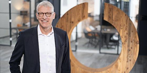 Bernhard Düttmann, Chef des Mutterkonzerns Ceconomy, erwartet eine Einsparung von 100 Millionen Euro.