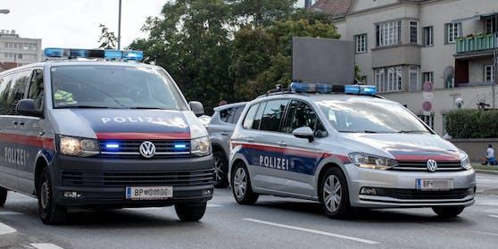 Wiener Polizeifahrzeuge im Einsatz.