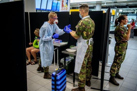 Corona-Testungen am Flughafen.