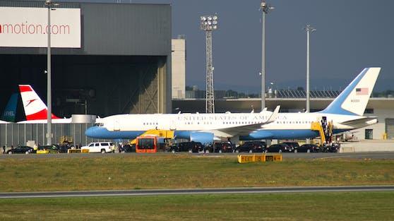 Die United States Air Force Boeing C-32A landete am Donnerstag gegen 17.30 Uhr am Flughafen Wien-Schwechat.
