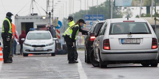 Polizeikontrolle an der Grenze.