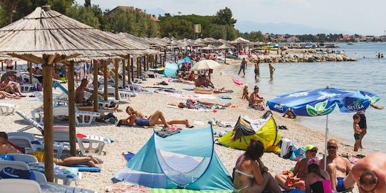 Urlauber auf der kroatischen Insel Vir